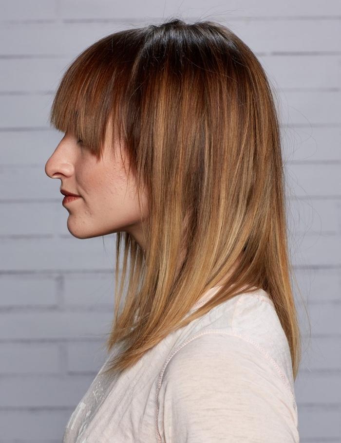 coloration brunette avec mèches blondes et cuivrées, idée couleur cheveux avec longueurs éclaircies et reflets caramel