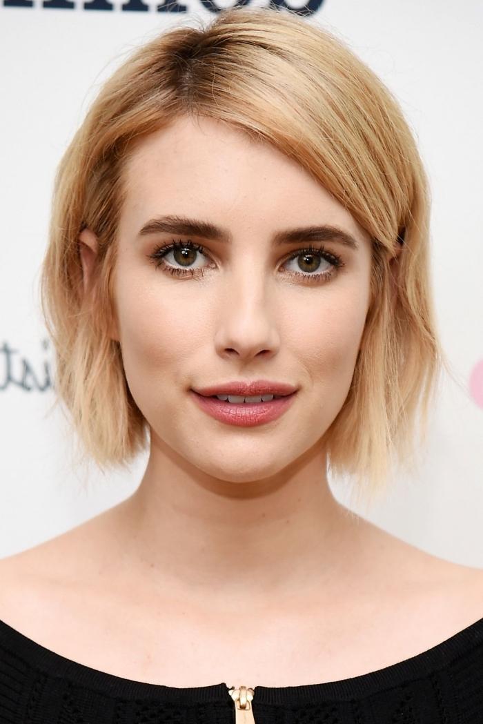 coloration ombré sur brunette, idée couleur de cheveux blonde avec racines foncées, maquillage pour yeux noisette
