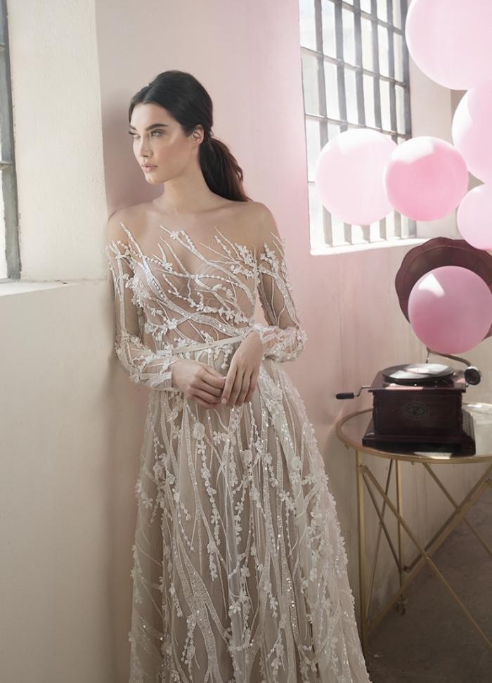 design féerique de robe de mariée originale en tulle, couleur robe de mariée nude avec applications de dentelle perlée