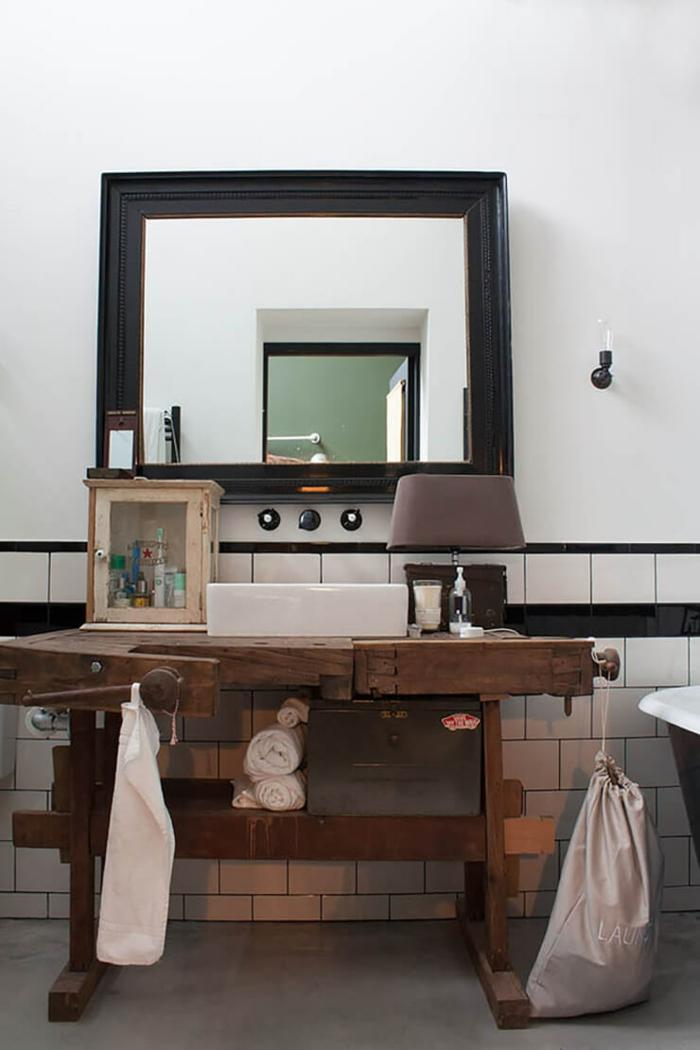 Meuble salle de bain industriel originale idée de la deco meuble salle de bain sur pied meuble bois lampe sur le lavabo