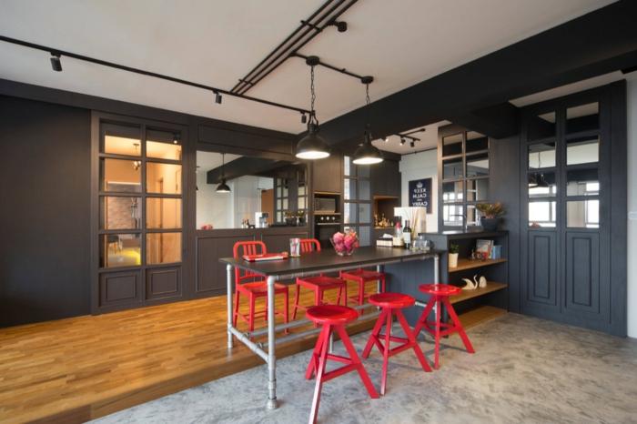 cuisine style industriel, tabourets rouges, tapis gris clair, plafond blanc, petit ilot avec rallonge table