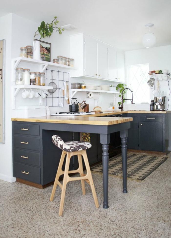cuisine 10 m2, armoires et rangement en étagères, petite cuisine avec ilot, crédence blanche