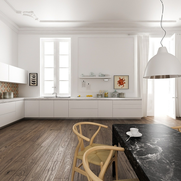 parquet pour cuisine bois foncé, équipement minimaliste blanc, grande lampe blanche, table noire rectangulaire