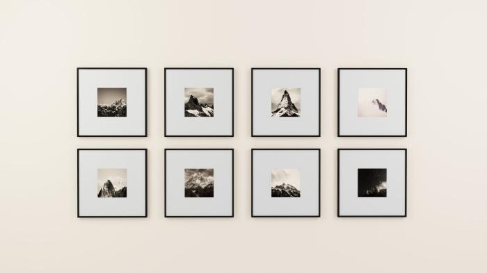 tranformer une photo en affiche noir et blanc encadrée, une galerie murale minimaliste composée de plusieurs cadres photos en noir et blanc