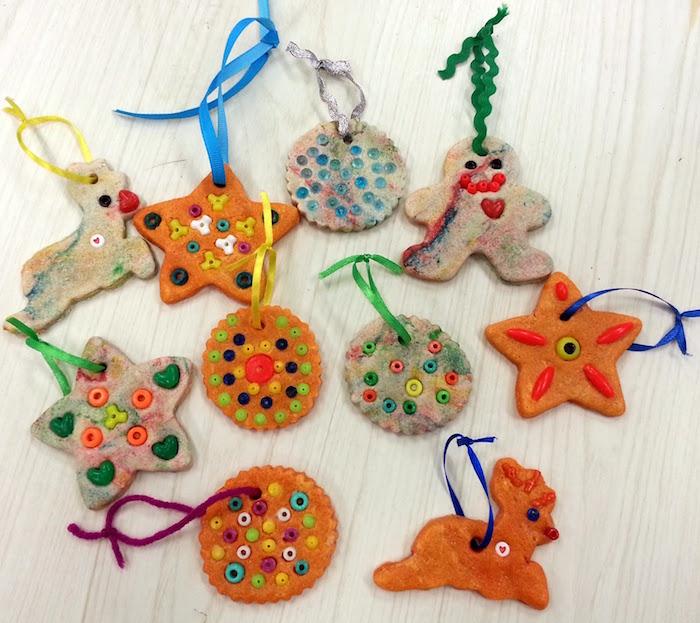 petits objets fabriqués en pate à sel avec perles plastique pour occuper les enfants