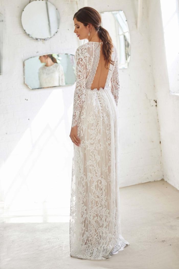 tenue de mariée romantique en robe fourreau mariage élégant, modèle de robe blanche avec dos ouvert et boutonnage
