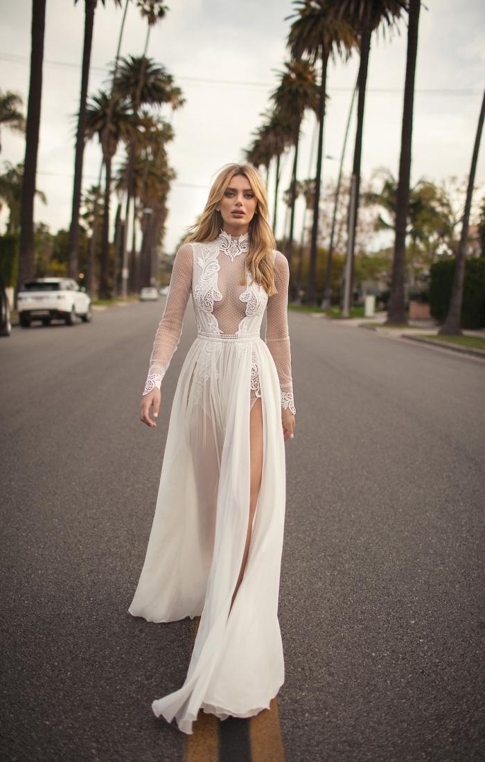 tendance couture nuptiale 2019, modèle de robe de mariée originale avec décolleté transparent et manches longues