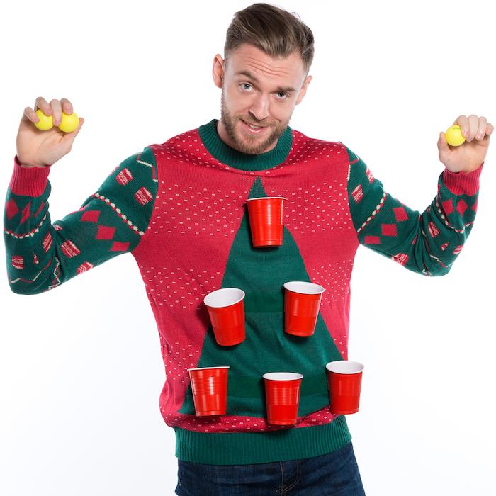 pull moche pour deguisement kitsch homme de noel avec gobelets pour jour biere pong soir du reveillon
