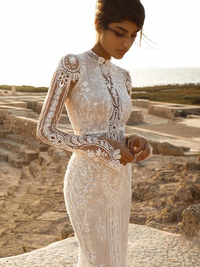 mode bohème et hippie pour mariage, robe de mariée bohème dentelle à effet tatouage éphémère sur les manches