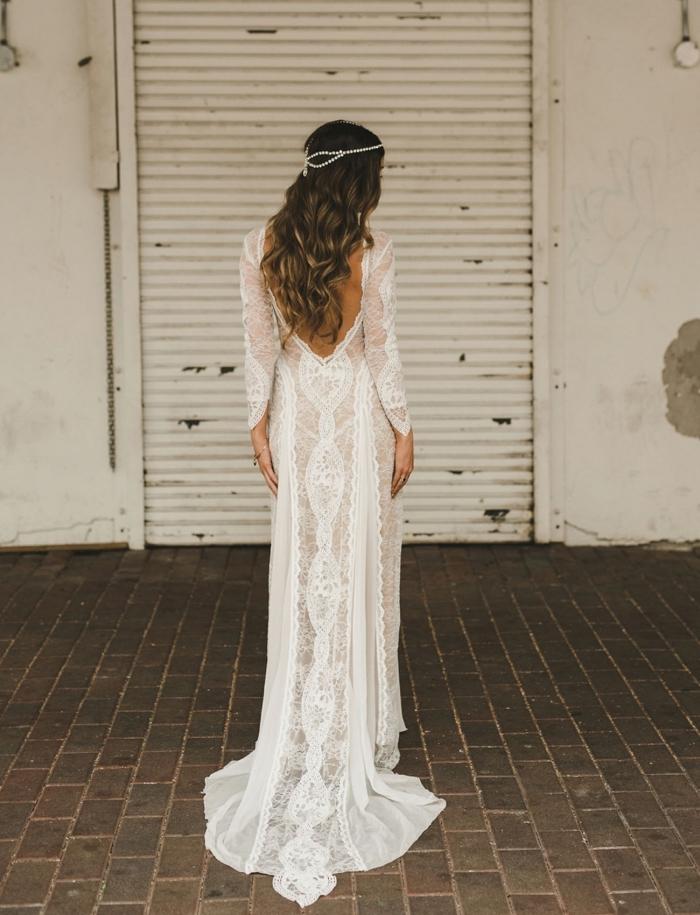 quelle robe de mariée champetre 2019, modèle de robe blanche longue à effet transparent avec motifs dentelle