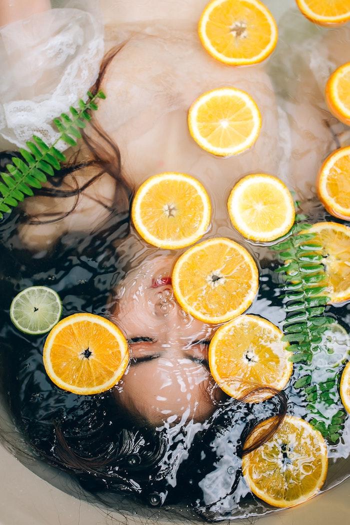 L'importance de l'hydratation, prendre soin de ses cheveux en hiver, vitamines et huiles à utiliser