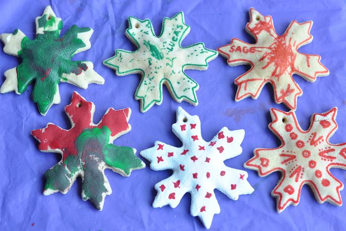 étoiles en pâte à sel avec peinture pour activités petits pour les vacances de noel