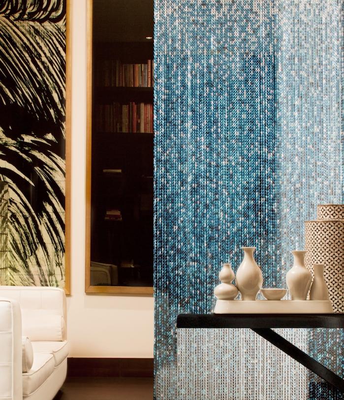 Rideau De Séparation Style Oriental En Blanc Et Bleu, Idee Amenagement Deco  Salon Style Oriental
