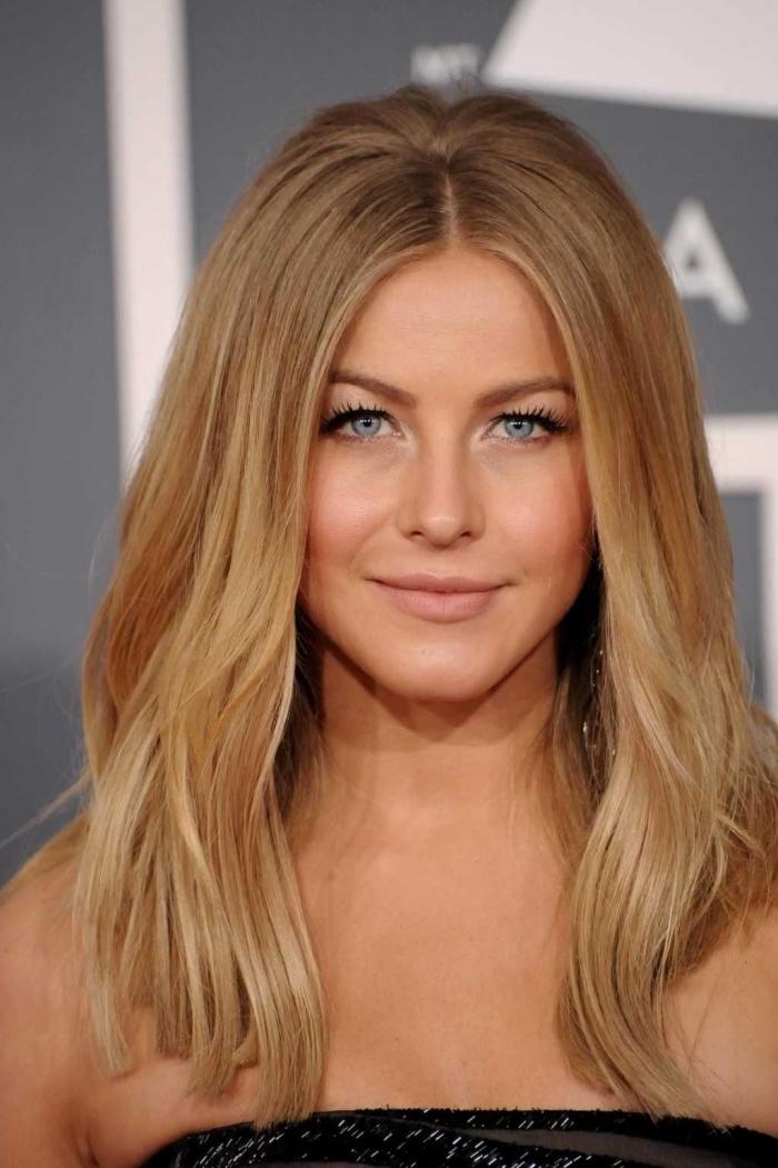 maquillage avec rouge à lèvres nude, idée coloration aux racines châtain et longueurs blond caramel, coiffure facile cheveux lisse avec volume