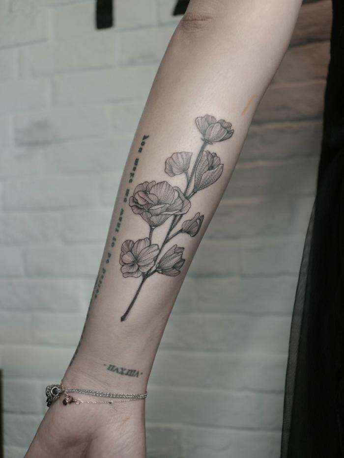 Belle idée de tatouage géométrique stylisé tatou homme art tatoueur créative idée tulips