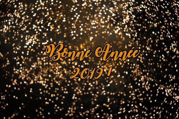 fête fin d'année 2019, photographie feux d'artifice avec mots bonne année, image bonne et heureuse année 2019