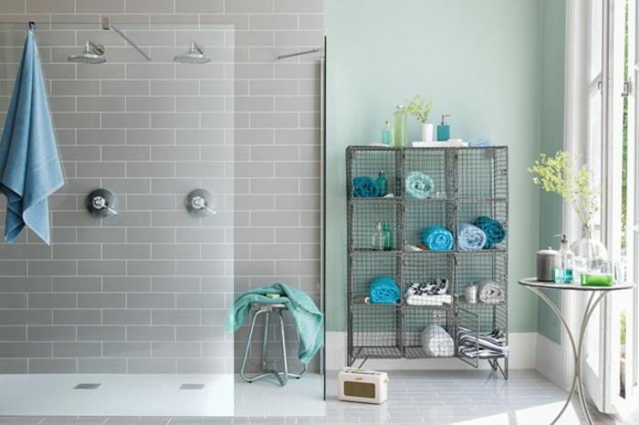 Beau style industriel décoration salle de bain, simple et beau design industriel, inspiration chic moderne bleu gris déco mur vert