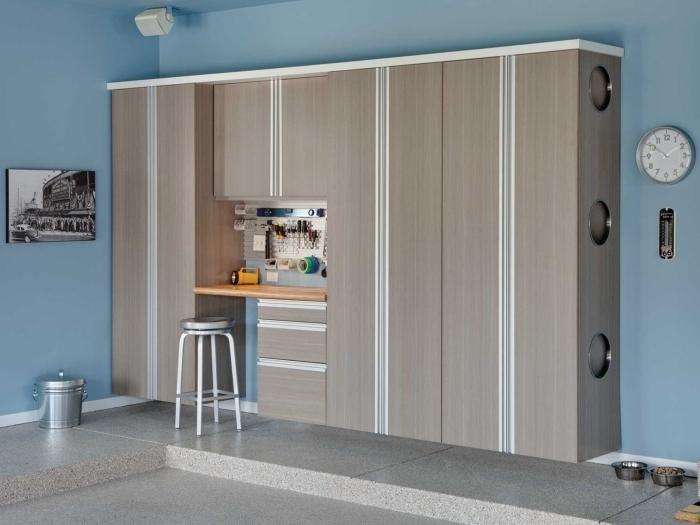 comment décorer son garage, transformer le garage en pièce fonctionnel, modèle de meuble de bois avec armoires et étagères