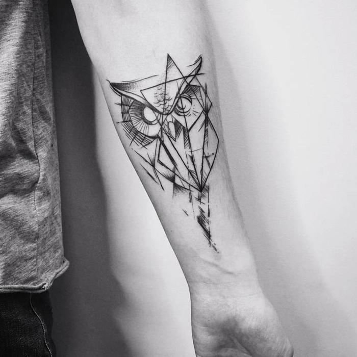 Tatouage main géométrique tatouages graphiques tendance 2019, cool idee de tatou hibou lignes géométriques