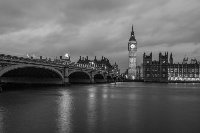 belle photographie noir et blanc de londres, panoramique de londres avec vue sur big ben et la tamise
