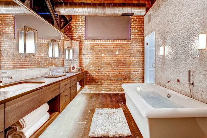 La plus belle salle de bain retro, decoration industriel vintage, style beau et moderne actuellement briques rouges baignoire