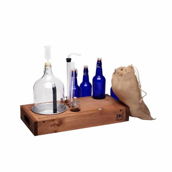 kit de brassage pour préparer de la bière artisanale à la maison contentant une bonbonne en verre, canne de soutirage, idée cadeau homme qui aime la bière