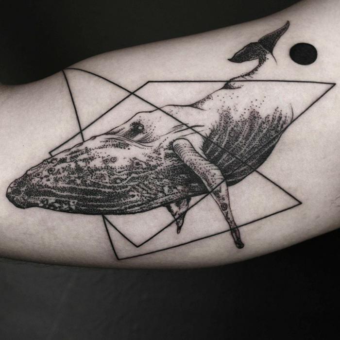 Cool tatouage homme épaule, cadre tatouage géométrique lignes et doit noir au bout, le plus beau tatouage du monde modele de tatouage graphique