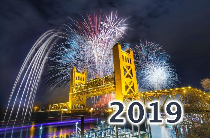 images bonne année 2019, photo célébration de nouvel an avec feux d'artifice, idée fond d'écran nouvel an 2019