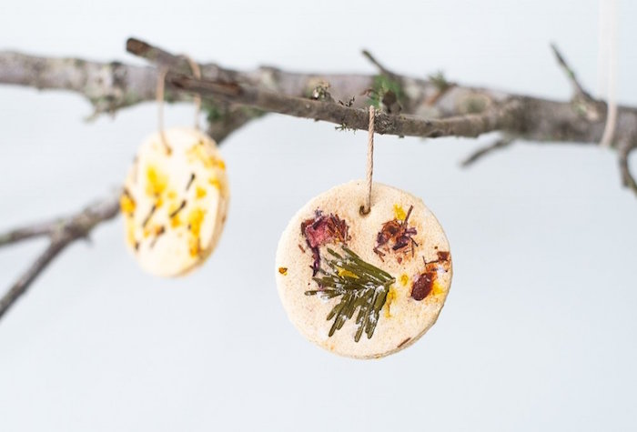comment faire de la pâte à sel pour ornements de noel avec végétaux incorporés