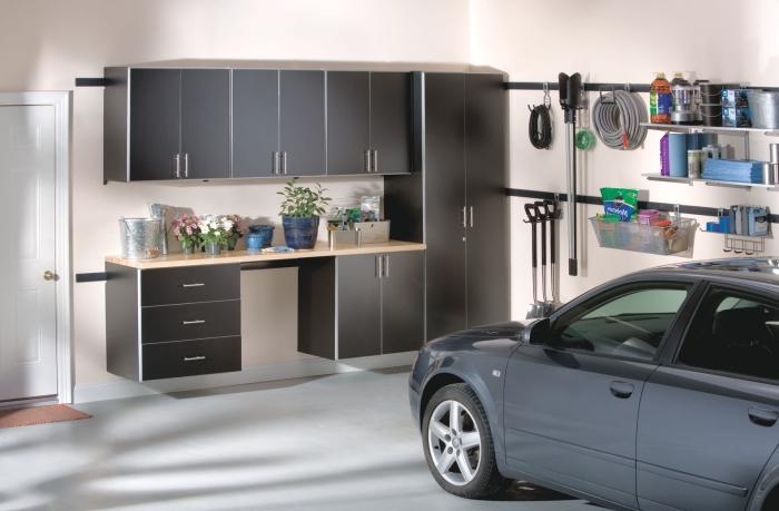 choix rangement garage fonctionnel, astuce optimisation espace dans un garage, peinture murale beige tendance