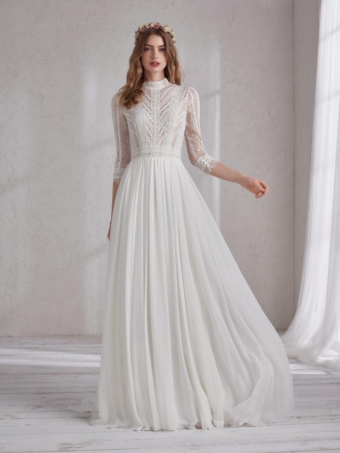 coiffure bohème aux cheveux bouclés et couronne de fleurs, robe mariée bohème à col montant transparent