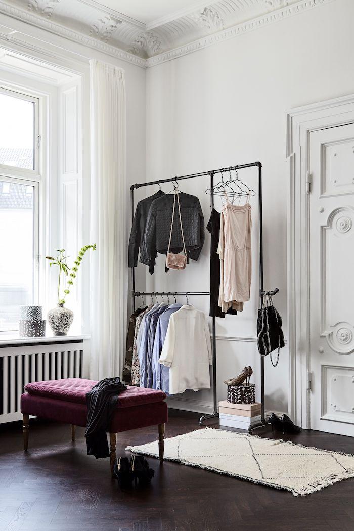 Petit dressing caisson dressing rangement pour vêtement chambre a coucher vintage style appartement a haut toit