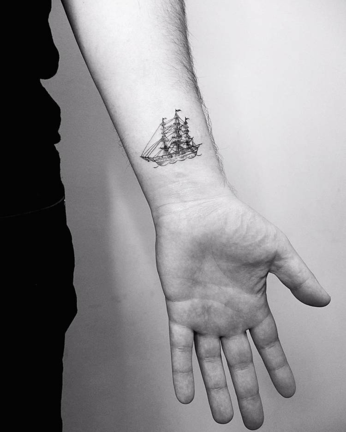 Swag navette tatouage dessin stylisé, comment se tatouer, choisir le style graphique pour son tatouage main