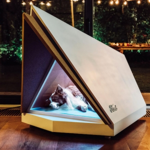 La niche chien du futur - nouvelle invention anti-bruit de Ford pour réduire le stress durant le feu d'artifice