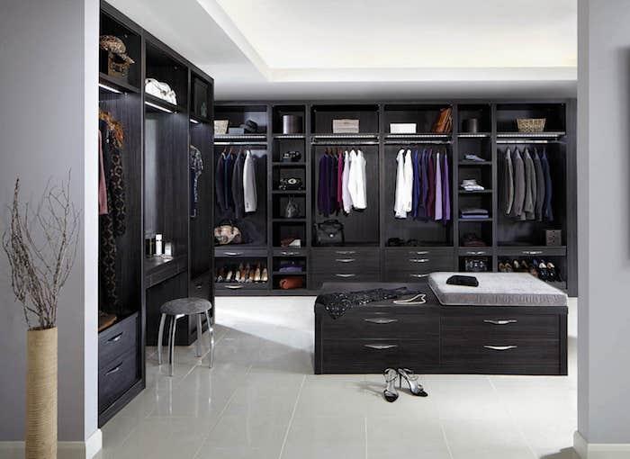 Caisson dressing meuble rangement chambre faire place pour ses vêtements ilot dans la chambre dressing moderne