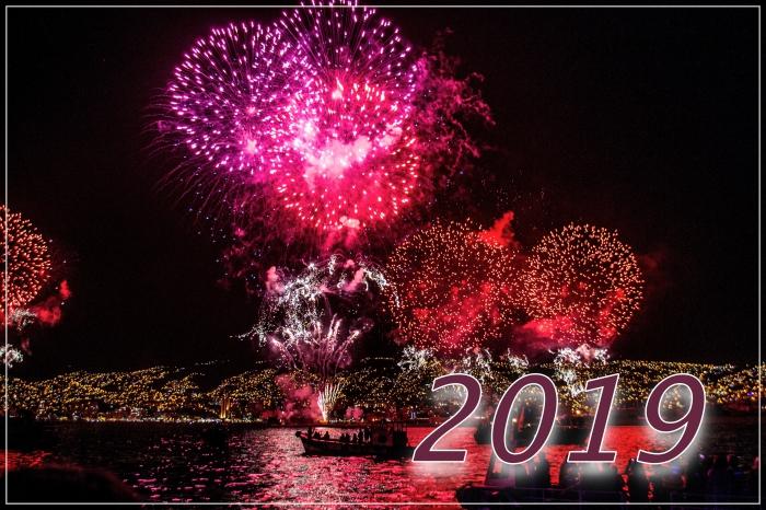 photographie fête de nouvel an 2019, image célébration réveillon avec spectacle feux d'artifice, wallpaper pc nouvel an 2019