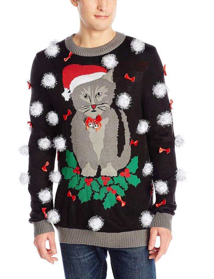pull kitsch de noel homme avec dessin de chat avec bonnet pere noel et boules de neige brodées