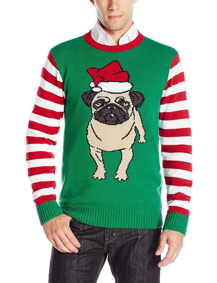 pull de noel vert avec manches rayées blanc rouge et dessin de chien avec bonnet de pere noel