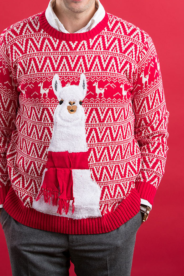 pull de noel homme moche et kitsch rouge avec broderie lama peruvien original