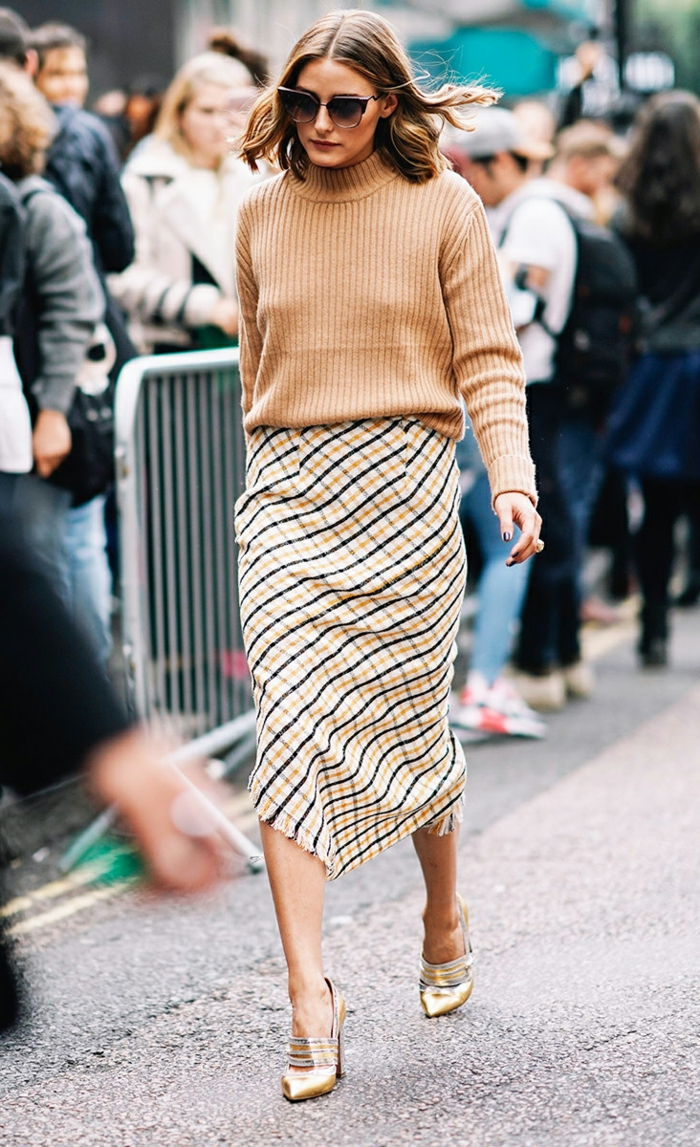 jupe longue carrée, pull beige femme, Olivia Palermo, lunettes oversize, escarpins lumineuses