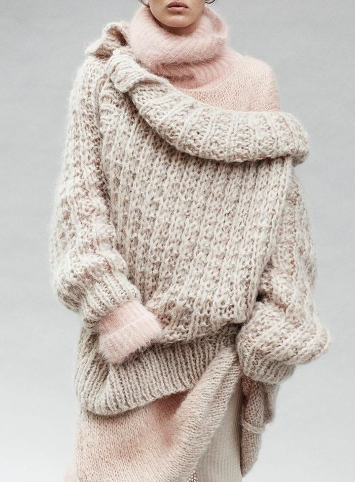 pull ample femme, pull douillet rose, deux pulls d'hiver en couleurs douillètes, tenue d'hivers pour femme