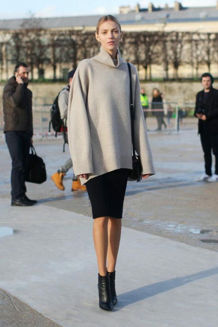 gros pull en laine femme, jupe crayon, bottines noires élégantes, pull gris, chignon