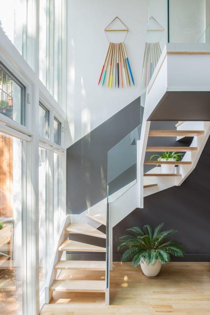 """idée pour peindre une cage d'escalier en 2 couleurs, escalier moderne en blanc et gris qui s""""harmonise avec"""