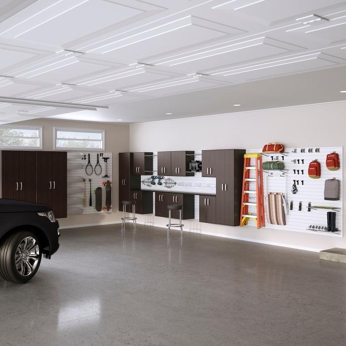 design intérieur moderne dans un garage aux murs beige et plancher gris, déco garage spacieux avec emplacement voiture