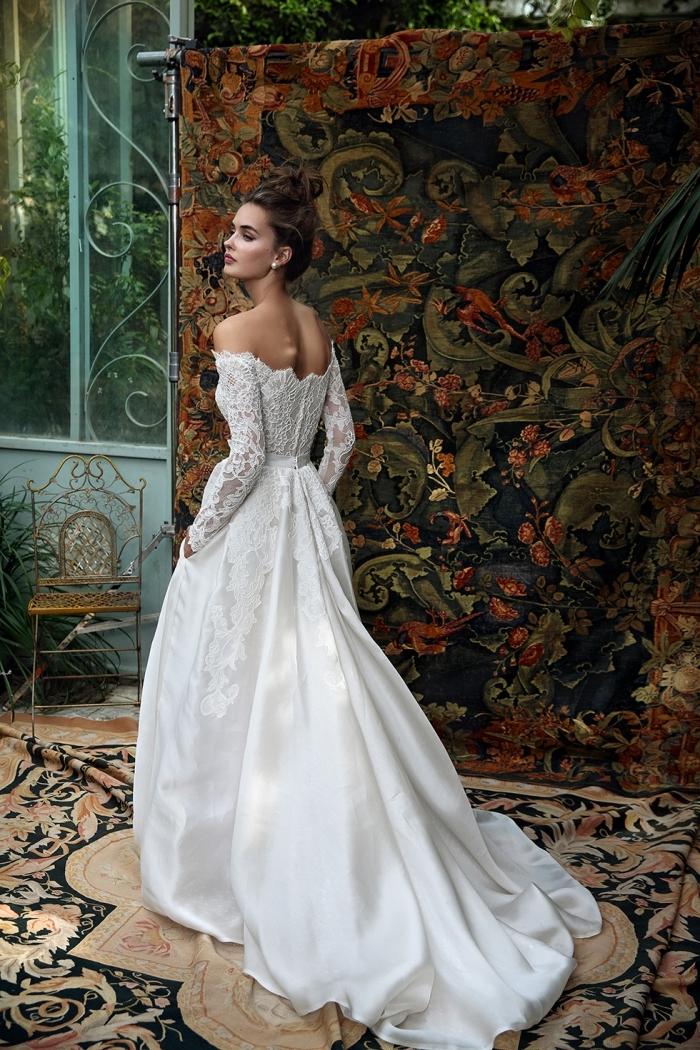 vision mariée princesse avec robe de bal romantique, modèle de robe de mariée bohème à épaules dénudées et ceinture fine en soie