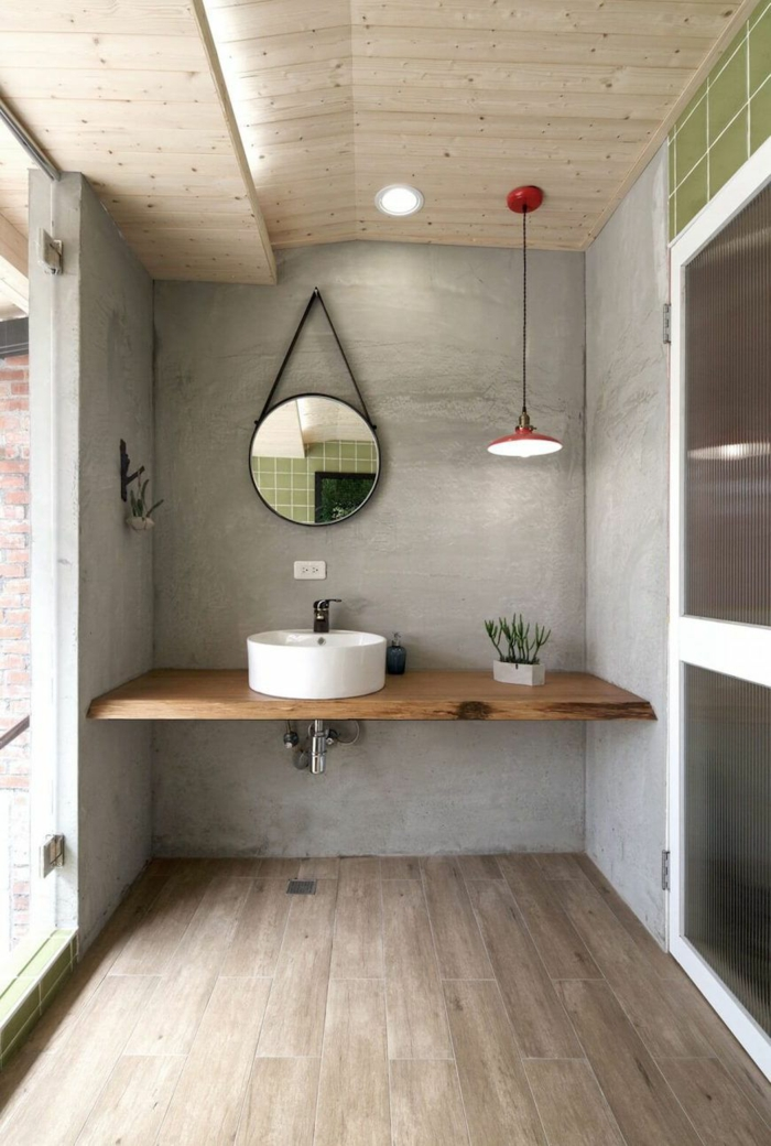 Originale idée salle de bain industrielle, salle de bain vintage, comment aménager une salle de bain belle miroir et lustre pendative