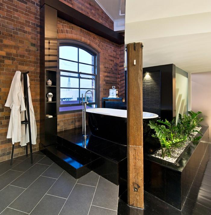 Salle de bain noir et bois, verriere salle de bain, décoration salle de bains industrielle chouette photo pour s'inspirer