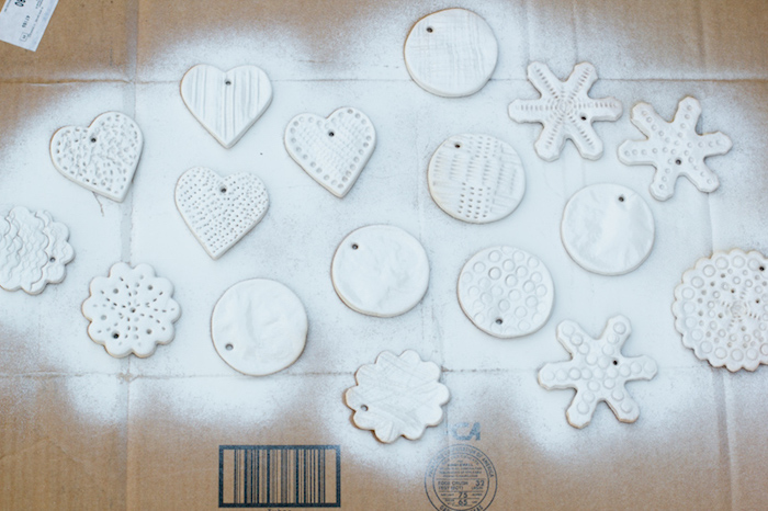 comment fabriquer-ornements de noel en pate à sel et idée de déco de noel avec peinture blanche
