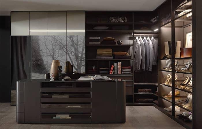 Penderie dressing idée déco chambre parentale meuble dans le mur homme adulte chambre gris