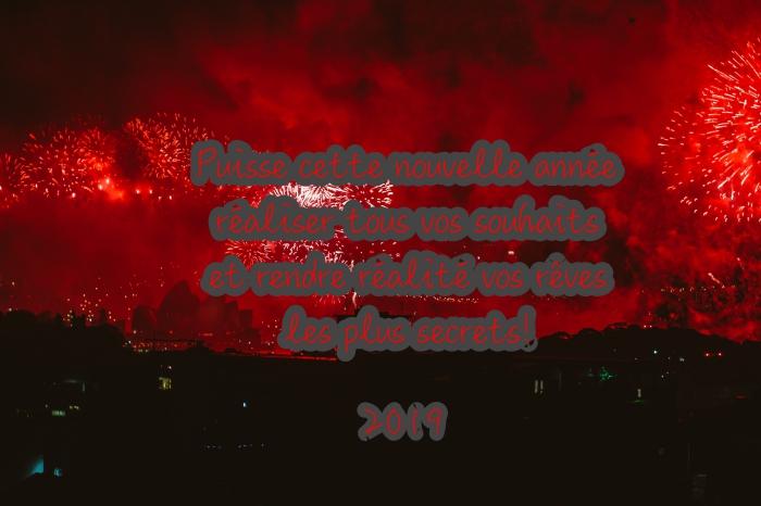 carte de voeux originale pour fêtes fin d'année, photo fête de lumières avec feux d'artifice, bonne fete de fin d'année